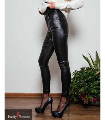 5321 Läikivad nahkimitatsiooniga püksid-must